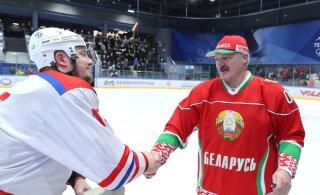 ВИДЕО: В мире бушует коронавирус, а белорусы целуются и обнимаются. Это как?