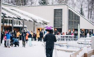 Lumised ilmad on suurendanud talvekaupade müüki, Prismal tekkis lausa kelkude puudus