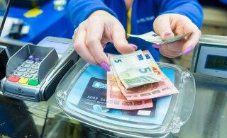 Анализ: жители Эстонии стали больше тратить на развлечения, но меньше пользоваться наличными