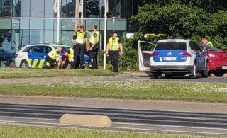 ФОТО и ВИДЕО | В Таллинне водитель Mazda пытался сбежать от полиции, но был задержан