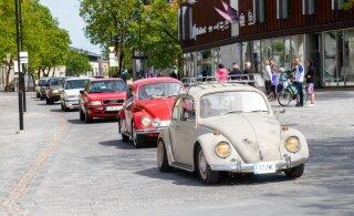 FOTOD | Kuressaares avati suvehooaeg hobiautode paraadiga