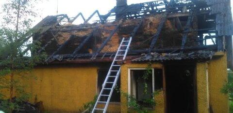 ФОТО: В Йыгевамаа в Иванову ночь сгорел жилой дом