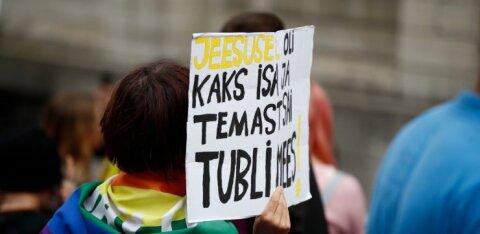 ФОТО | Полсотни человек участвовали в таллиннском марше в поддержку польских сексменьшинств