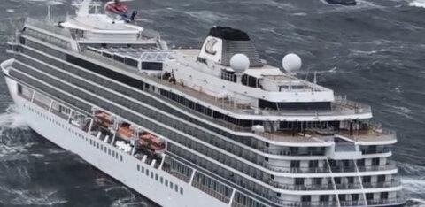 С терпящего бедствие норвежского судна Viking Sky эвакуированы почти 400 человек