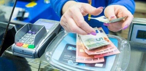 Объем наличных, снятых через кассы магазинов, превысил один миллион евро