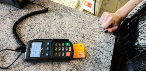 Клиенты Swedbank накопили при оплате карточками более миллиона евро