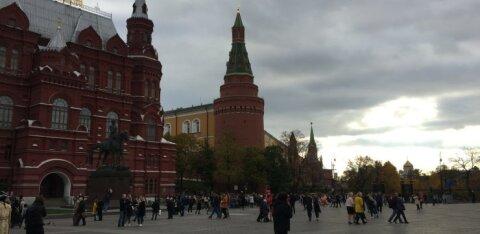 В Москве женщина с двумя детьми выпала из окна квартиры. Она могла решиться на самоубийство из-за послеродовой депрессии