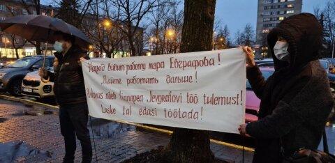 ФОТО | В Нарве состоялся немногочисленный пикет в поддержку отправленного в отставку Евграфова