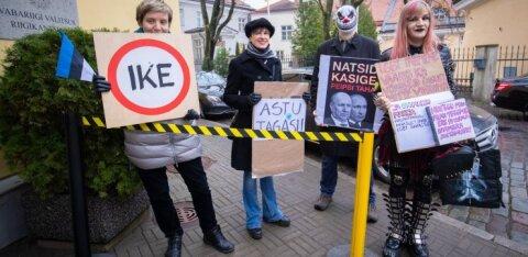 Stenbocki protestijaid hoiavad majast eemale politsei pandud lindid, mille kasutuselevõtmine alles oktoobris jääb segaseks