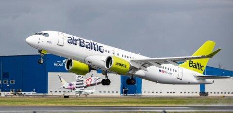 Самолет airBaltic столкнулся с птицей и срочно вернулся в Ригу