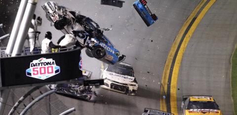 VIDEO | Ülikarm avarii: viimasel ringil õnnetusse sattunud liider viidi tõsiste vigastustega haiglasse