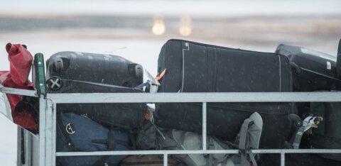 Пассажирка забыла на борту самолета сумку с 40 000 долларов. Их нашли, но в необычном месте