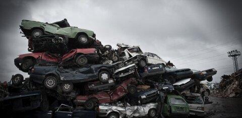До 2 декабря в Эстонии будут бесплатно увозить на свалку брошенные автомобили