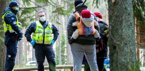 ФОТО | Жители Эстонии массово повалили за город. Полицейские проверяли на болоте Виру соблюдение ограничений передвижения