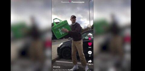 ВИДЕО | Курьер Bolt подбрасывает коробку и показывает фокусы с едой