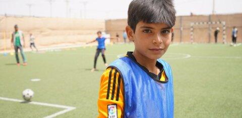 FOTOD   Aita ka! Ostame Jordaania pagulaslaagris elavatele süüria lastele jalgpallitossud