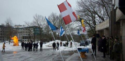 FOTOD | Vabariigi aastapäeval süttis Jüriöö pargis vabaduslõke