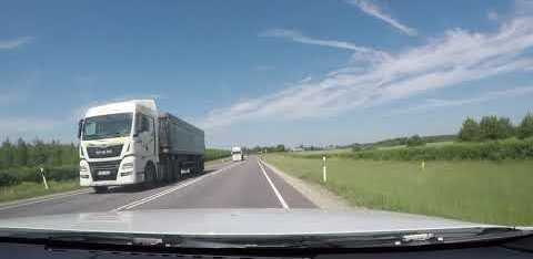 ВИДЕО: Безумие! На шоссе Таллинн-Тарту водитель совершает сверхопасный обгон