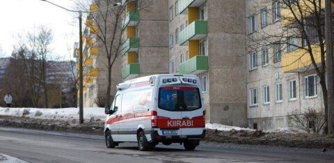 В Саку столкнулись BMW и Volkswagen: пострадала женщина