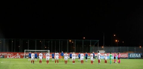 DELFI FOTOD | Eesti naiste jalgpallikoondise mängu eel toimus leinaseisak, Türgi sai lõpuks kindla võidu