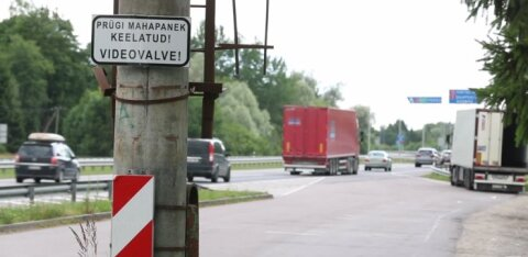 ФОТО и ВИДЕО | Юри Ратас убрал, но это не помогло. Расположенная под Таллинном парковка вновь утопает в мусоре