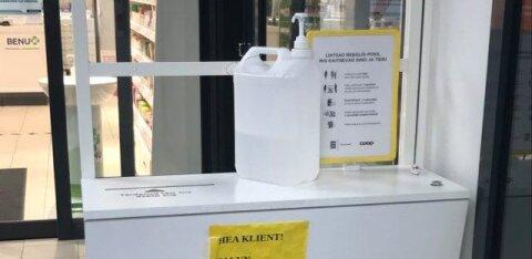 В Валгамаа в магазине мужчины принялась распивать средство для дезинфекции рук