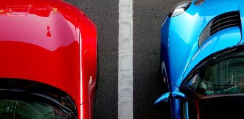 Как возместить ущерб, если автомобиль повредили на парковке, а виновник уехал?