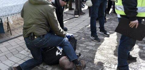 """В Финляндии """"Солдат Одина"""" набросился на министра иностранных дел на фермерской ярмарке"""