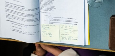FOTOD | Kert Kingol oli arupärimisel kaasas vastulöökide spikker koos meeldetuletusega ministri tegevusaladest