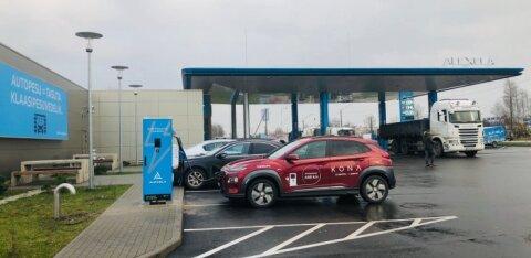 ФОТО | Неделя бесплатно! Открыт первый пункт быстрой зарядки электромобилей с евровилкой
