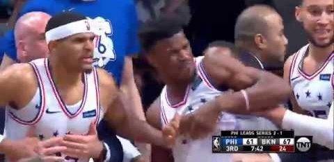 VIDEO | Netsi ja Sixersi mäng läks tuliseks, kähmluse järel eemaldati kaks mängijat
