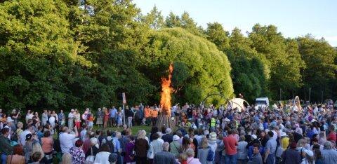 ФОТО: Первый столичный костер Яанова дня собрал в Кристийне более тысячи гостей