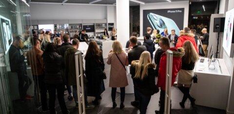 FOTOD | Eesti Apple'i fännid kogunesid öösel uut iPhone'i uudistama