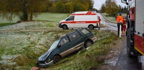 ФОТО | Две женщины пострадали на скользкой дороге в Вильяндимаа
