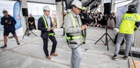 ФОТО   На строительстве нового круизного терминала в Таллинне прошел праздник стропил