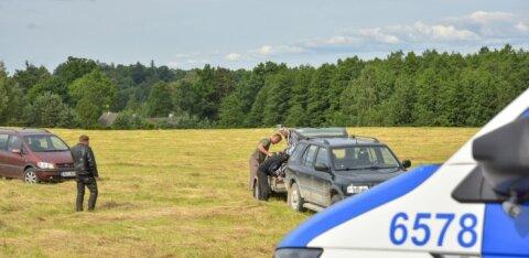 ФОТО | В Вильяндимаа столкнулись автомобиль и мотоциклист