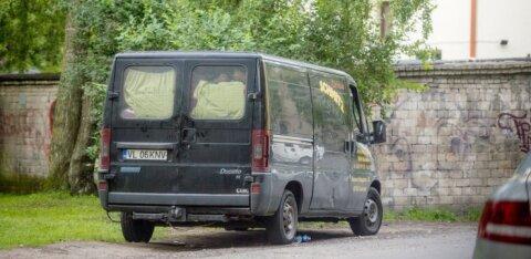 «Сообщите в полицию!» Цыгане на микроавтобусе ездят по поселкам и вытягивают деньги у легковерных