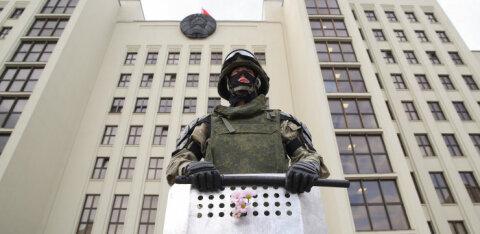 У Дома правительства в Минске человек совершил самоподжог