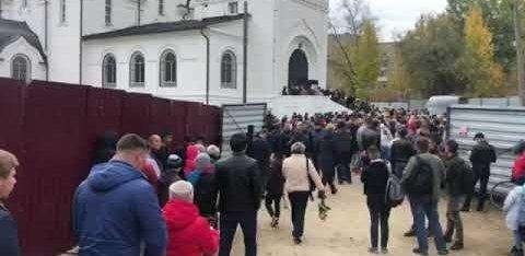 ФОТО и ВИДЕО: Убийство, которое всколыхнуло Россию. В Саратове прощаются с девятилетней Лизой Киселевой