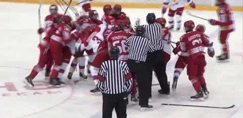 ВИДЕО: Массовая драка молодых российских хоккеистов с белорусами
