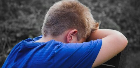 Детская депрессия: 8 опасных симптомов, которые важно знать каждому родителю
