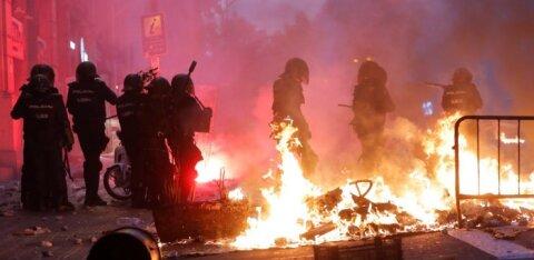 Eestlased Barcelonas: kohalikud on rahumeelsed, äärmuslased laamendavad, politsei käest võib kumminuia või -kuuliga saada