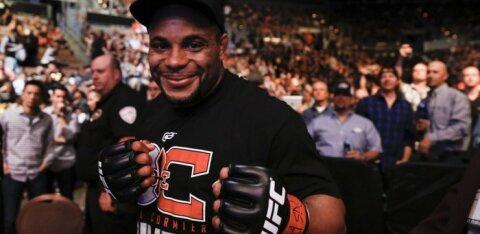 Бывший чемпион UFC примет решение о дальнейшей карьере после разговора с женой