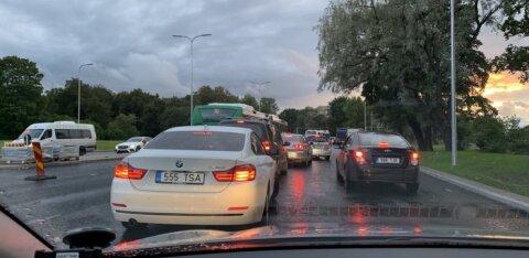 Авария вызвала огромную пробку на Нарвском шоссе