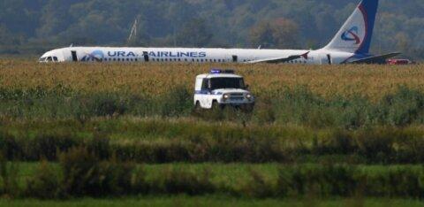Путин присвоил звания Героев России двум пилотам аварийно севшего А321