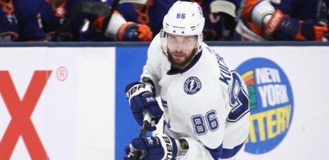 ВИДЕО: Жесточайший силовой прием канадца на российском хоккеисте