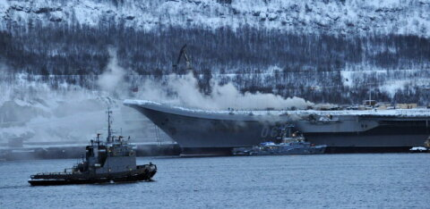 """На авианесущем крейсере """"Адмирал Кузнецов"""" в Мурманске произошел пожар, пострадали 10 человек"""