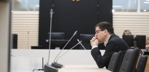 ФОТО: Обвиняемый в совращении малолетней Пеэтер Хельме предстал перед судом. Но его адвокат на заседание не пришел