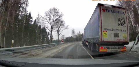 VIDEO | Veoautod ei saa Otepää läheduses libeduse tõttu sõita