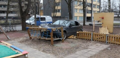 ФОТО: В Таллинне BMW протаранил ограждение детского сада и вылетел на площадку
